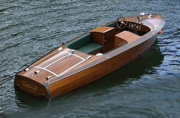 Hacker Craft Double Cockpit Classic wooden boat