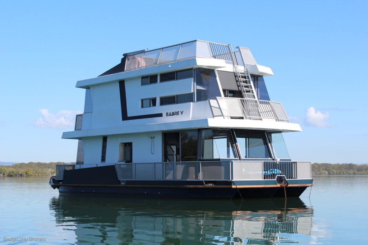 Matthews Houseboat 43'