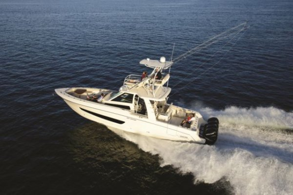 New Boston Whaler 420 Outrage Centre Console
