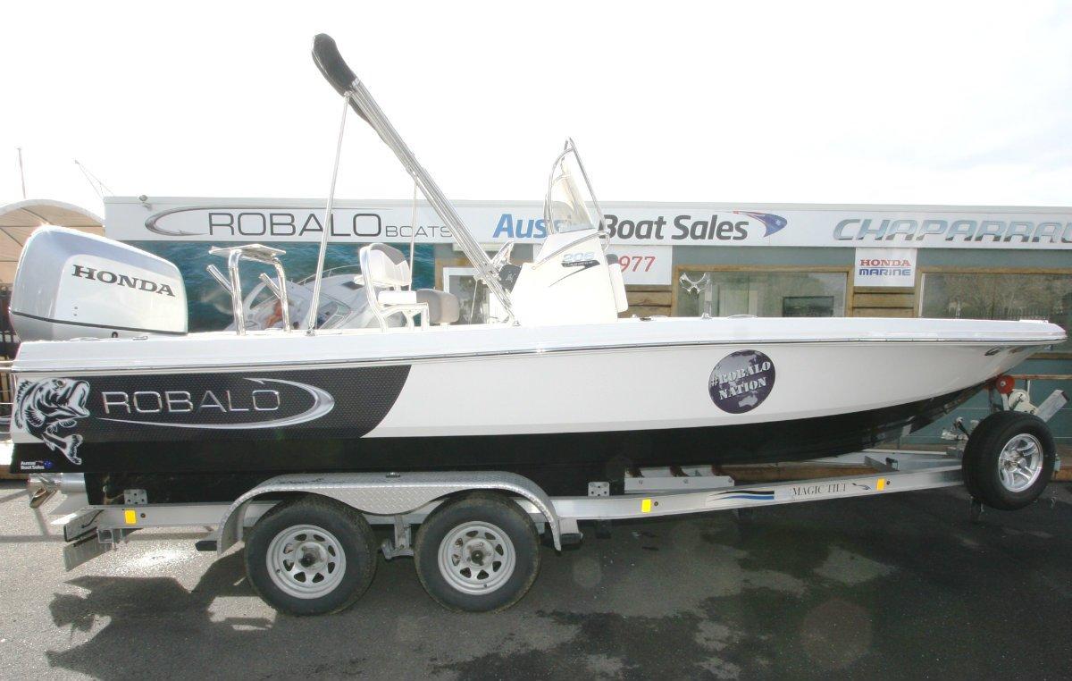 Robalo R206 Cayman Bay Boat