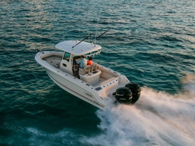 Boston Whaler 250 Outrage Centre Console