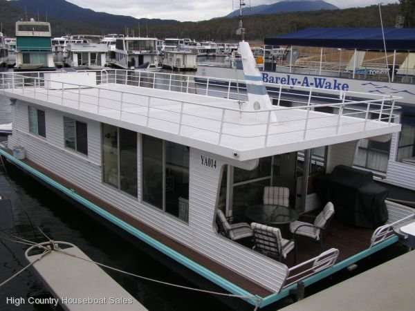 Houseboat Holiday Home on the Water of Lake Eildon:La Belle Aurore on Lake Eildon