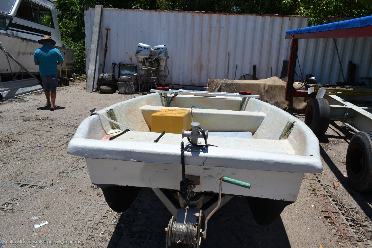 Custom FIBERGLASS PUNT ON GAL TRAILER