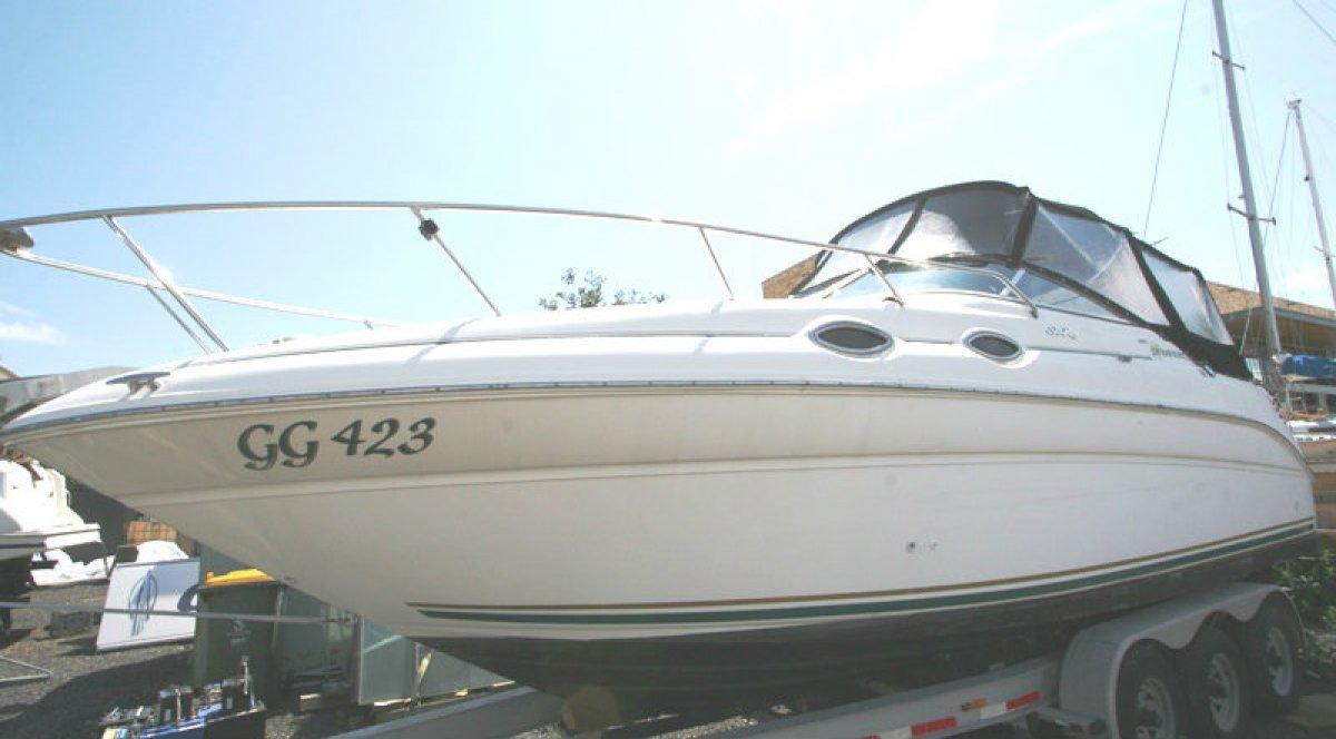 Sea Ray 260 Sundancer sports cruiser