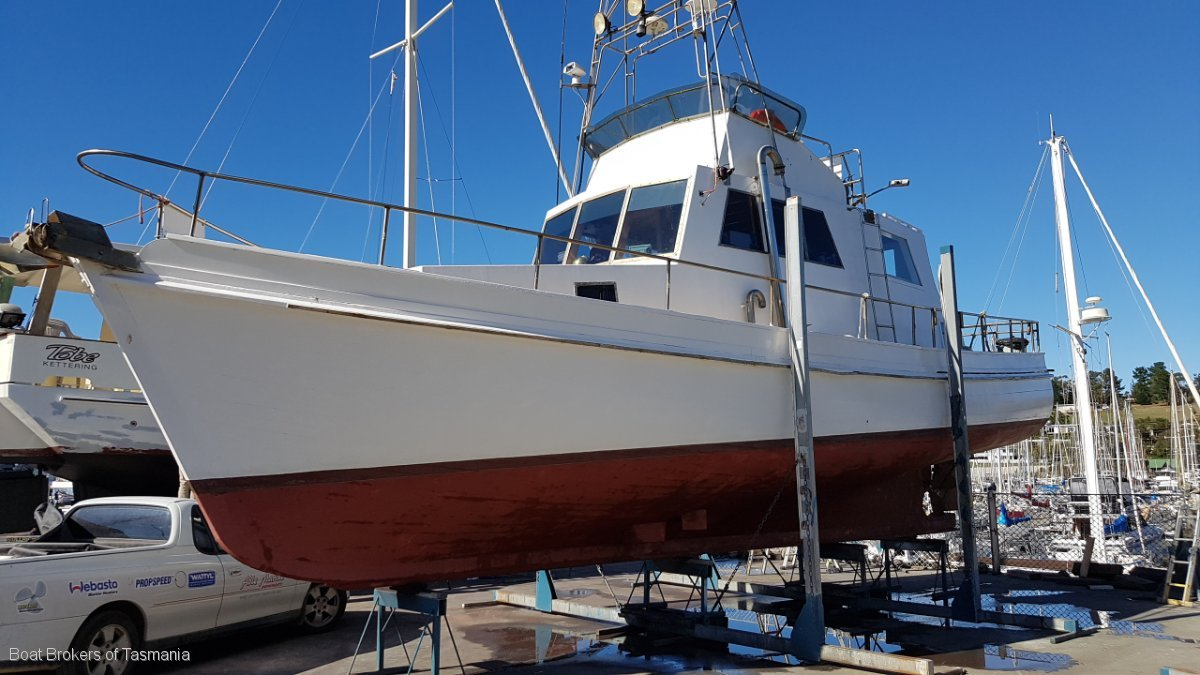 42 foot ex charter displacement cruiser.