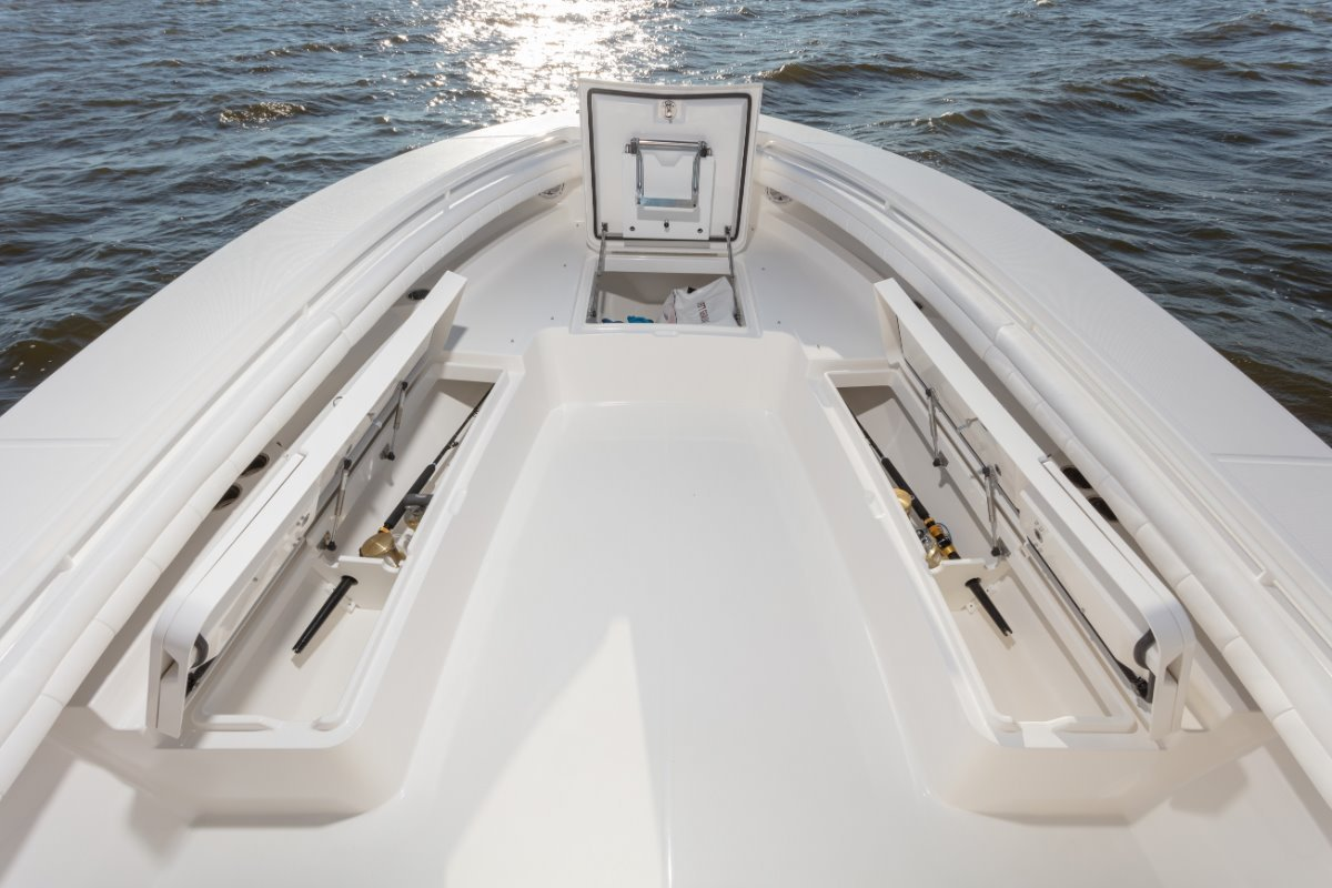 Regulator 34 - Suit Boston Whaler and Grady White buyers