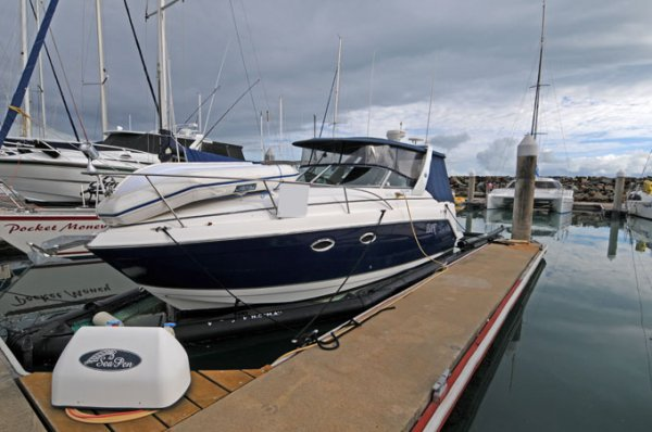 Rinker 270 Express Cruiser and SeaPen