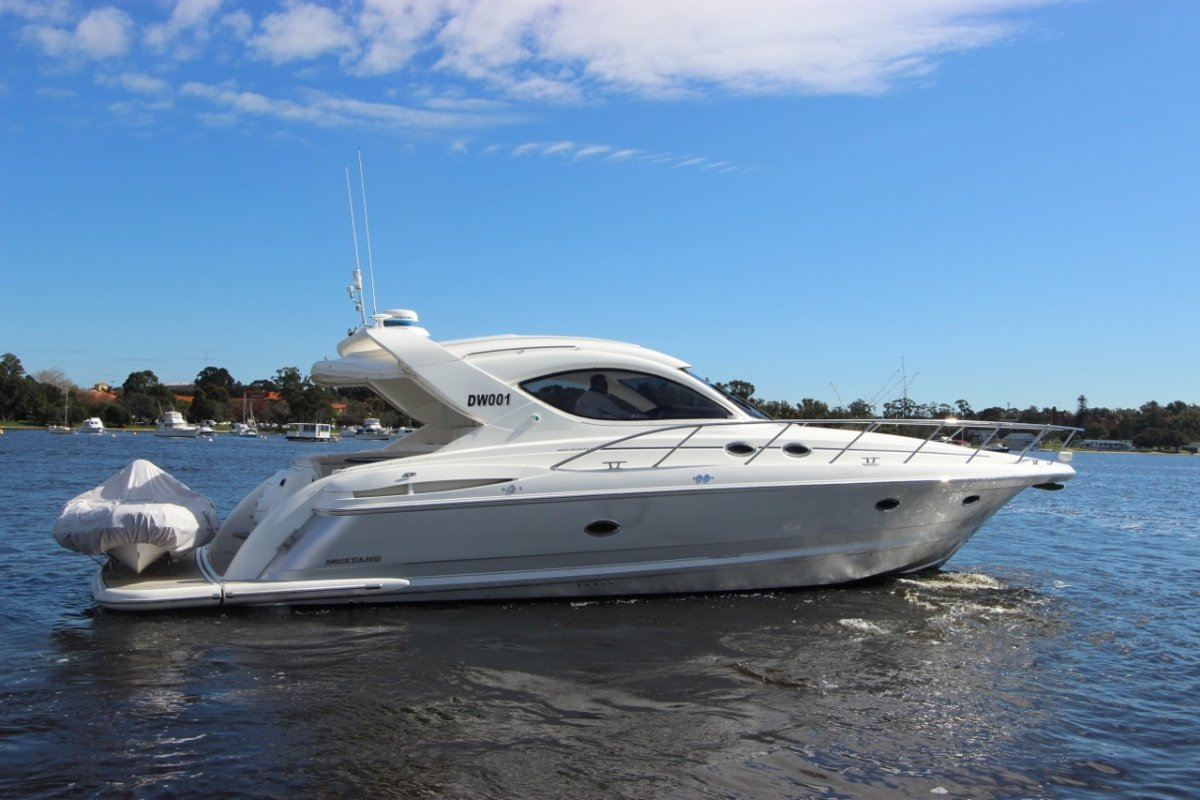 Mustang 4600 Sportscruiser - share with Boat Equity