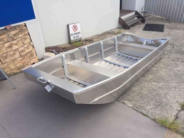 Aquamaster 3.60 Flat Bottom Punt (hull only)
