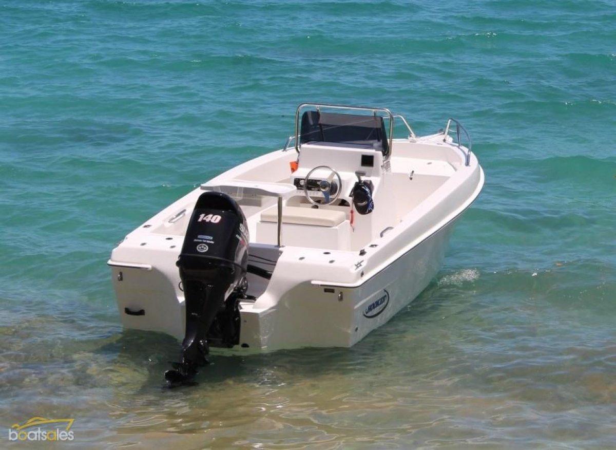 Hooker 5.5m Pro Fisherman Centre Console