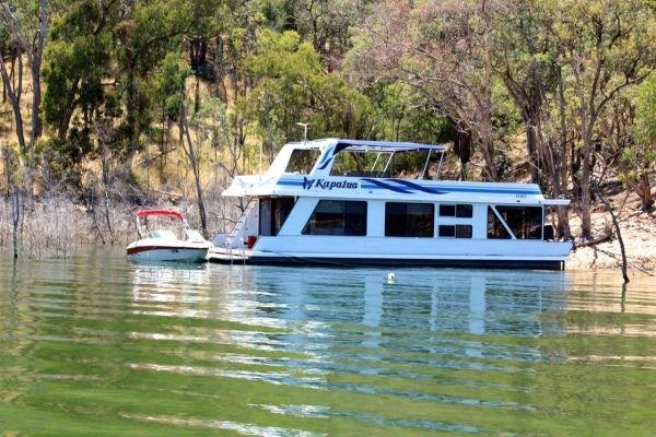 Houseboat Holiday Home on the Water of Lake Eildon:Kapalua @ Lake Eildon
