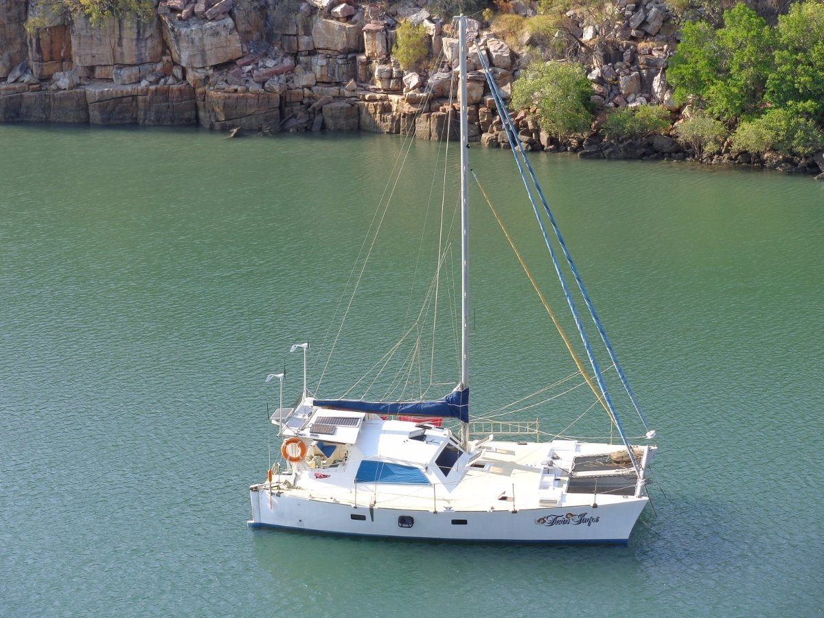 Hitchiker Catamaran