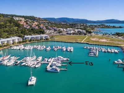Port of Airlie 30 m Multihull