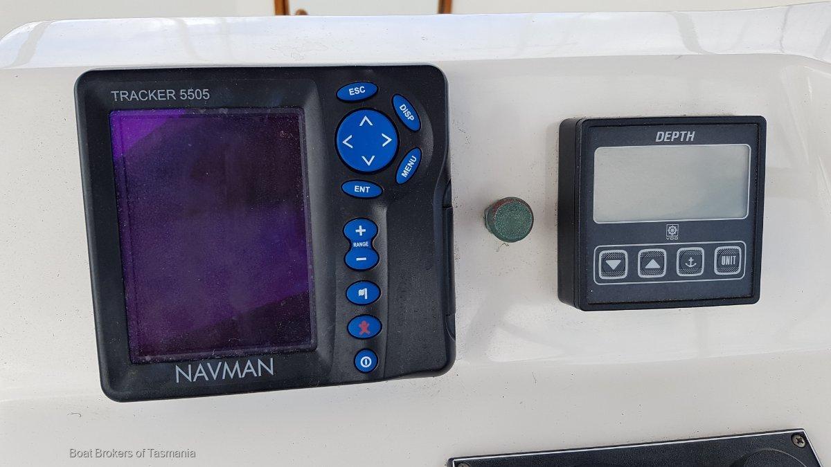 Riviera 33 Flybridge Low hours, twin shaft drive diesels Boat Brokers of Tasmania