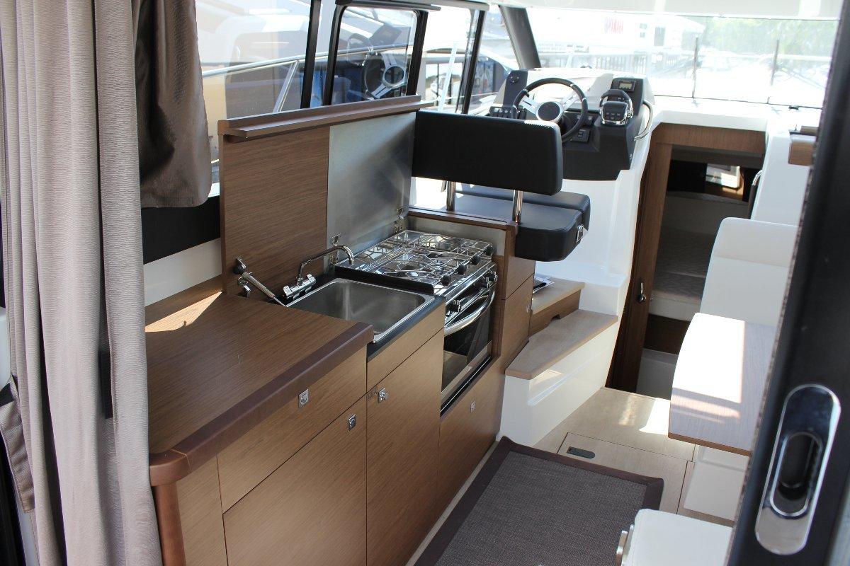 Jeanneau Nc 9 + Volvo D4 260hp Diesel Sterndrive