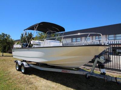 Boston Whaler 210