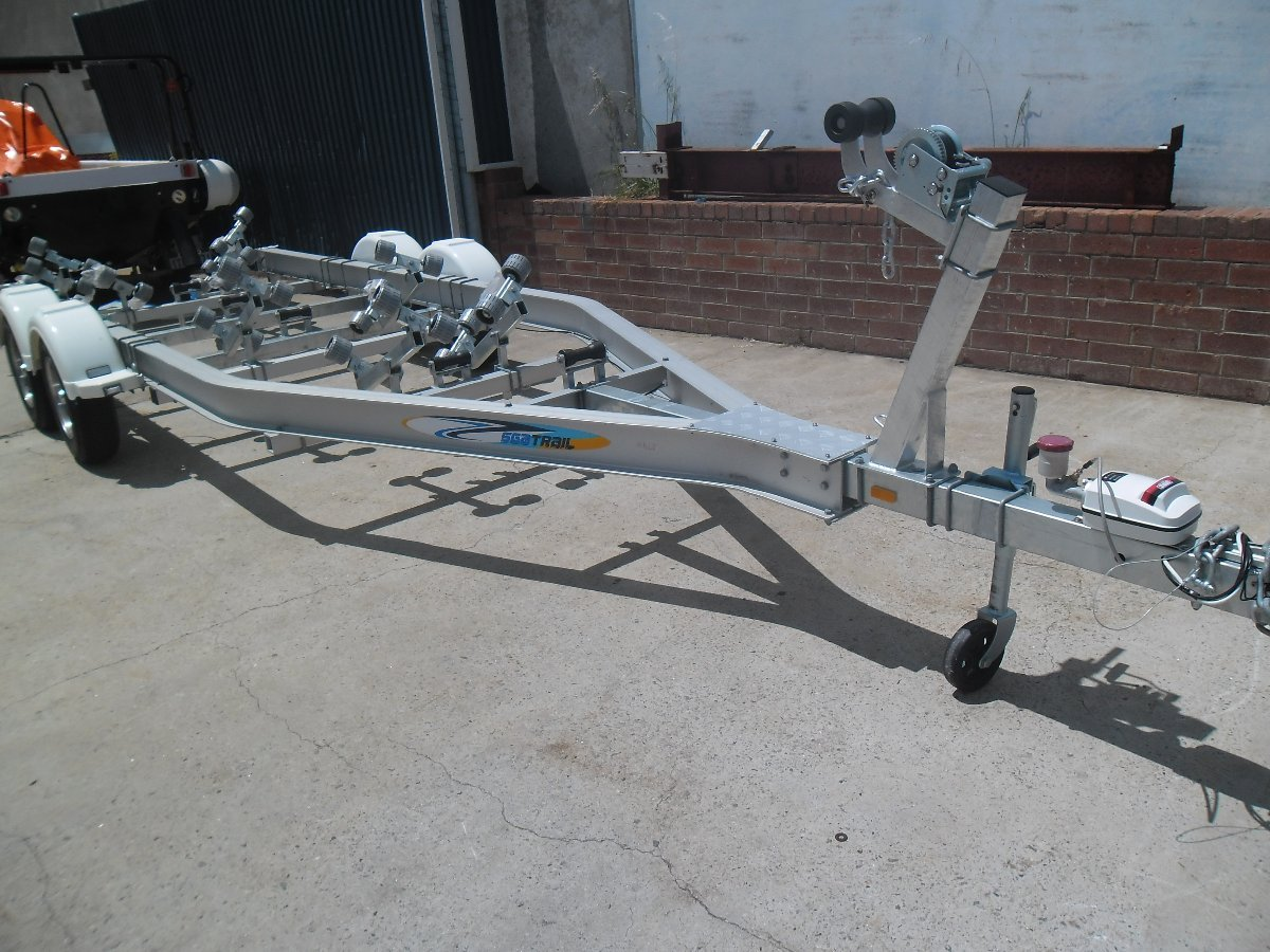 Aluminium Boat trailer to suit up to 6.8m boat 2800kg ATM