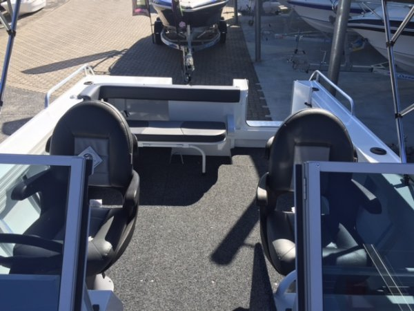 Aquamaster 5.30 Bow Rider