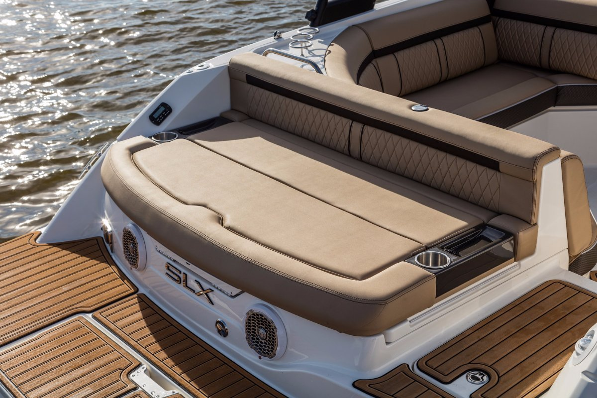 Sea Ray 230 SLX Bowrider