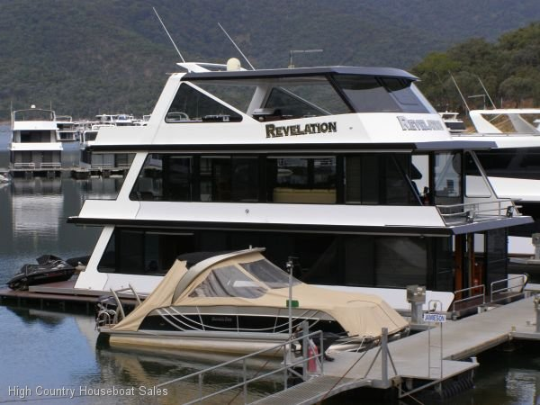 Houseboat Holiday Home on the Water of Lake Eildon:Revelation on Lake Eildon