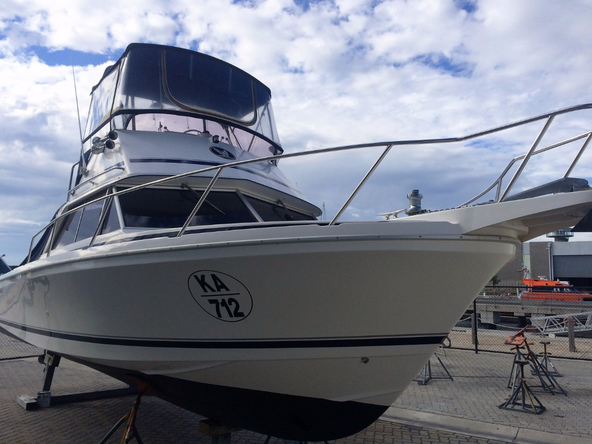 Caribbean 26 Flybridge Cruiser 2006 model With bowthruster and always dry stacked