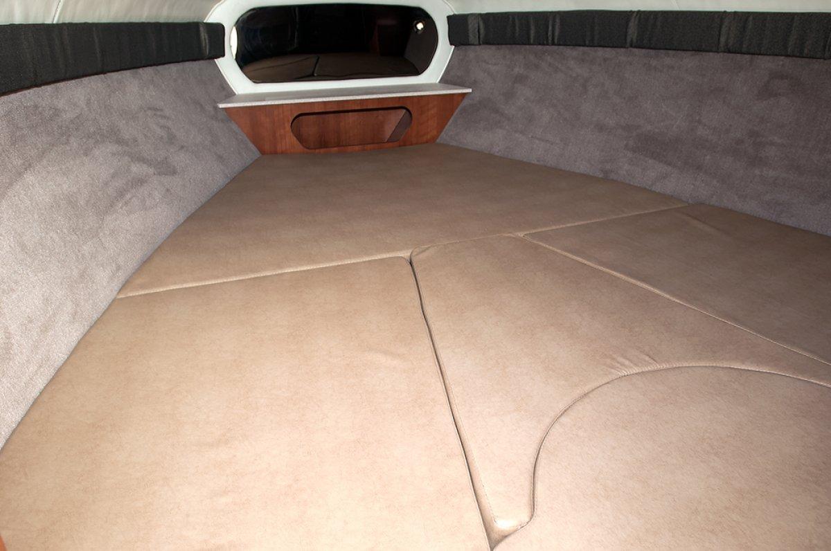 Stingray 250CR Cuddy Cabin