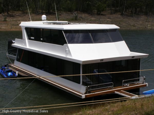 Houseboat Holiday Home on the Water of Lake Eildon:One
