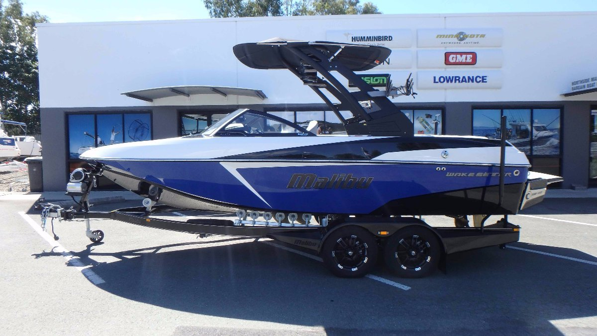 Malibu Wakesetter 20 Vtx + Indmar Monsoon 410 with Salt Package