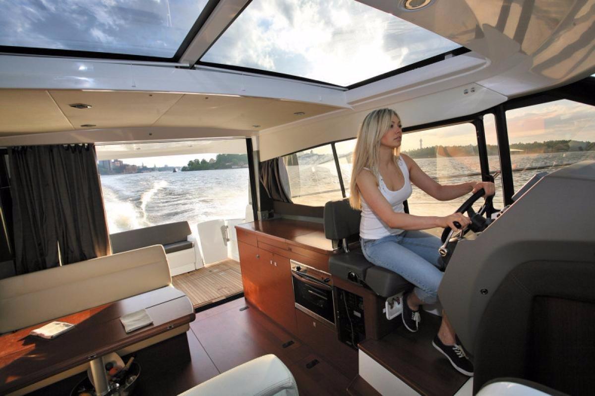 Jeanneau Nc11 + Twin Volvo D3-200 DP 200hp Diesel Sterndrives