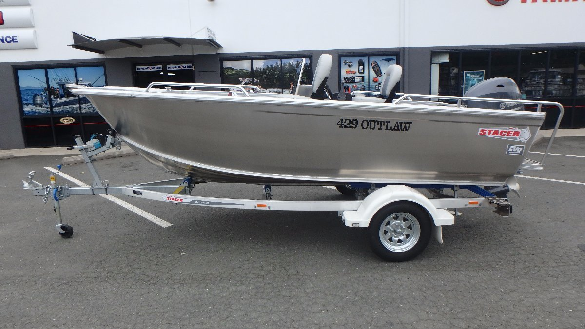 Stacer 429 Outlaw Side Console + Yamaha F50LB 50hp Four Stroke