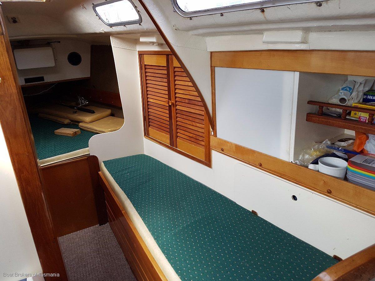 Olanjo Doven 30 Pilothouse fibreglass motorsailer Boat Brokers of Tasmania