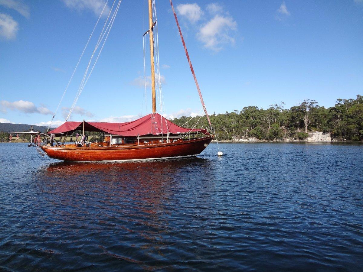 Slaabye Larsen 32 Beautiful Varnished Mahogany Wooden Yacht