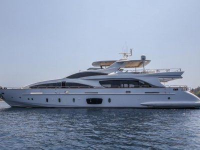 Azimut 105 Grande SUPERYACHT in pristine condition