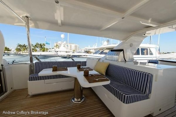 Paragon 94 Flybridge Motoryacht