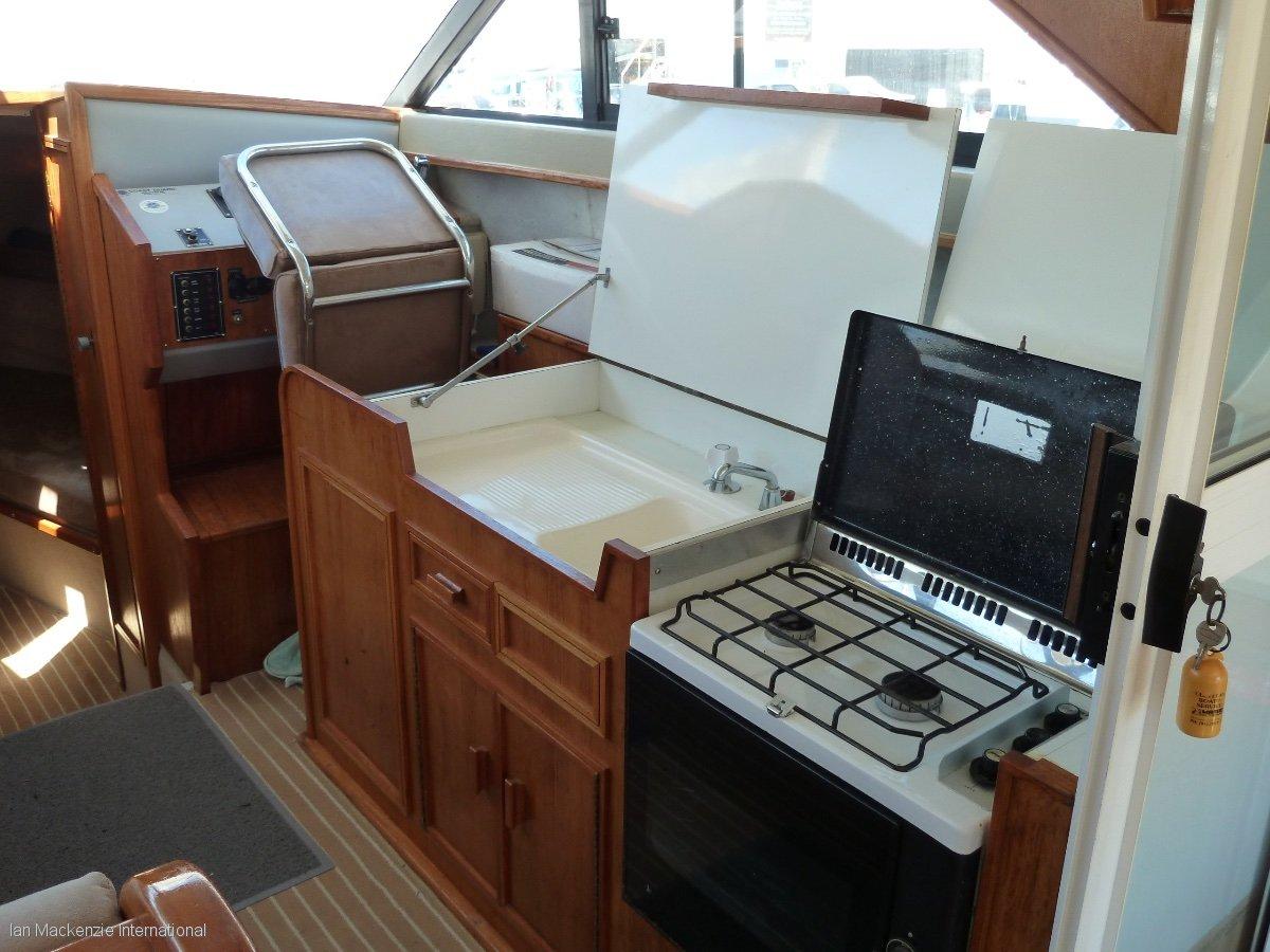 Leeder 28 Flybridge Cruiser