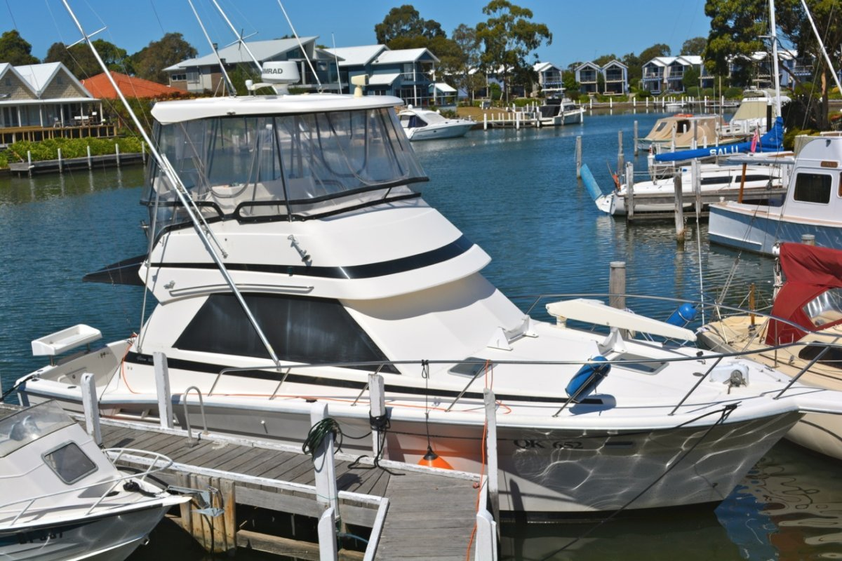 Riviera 34 Platinum Flybridge Cruiser