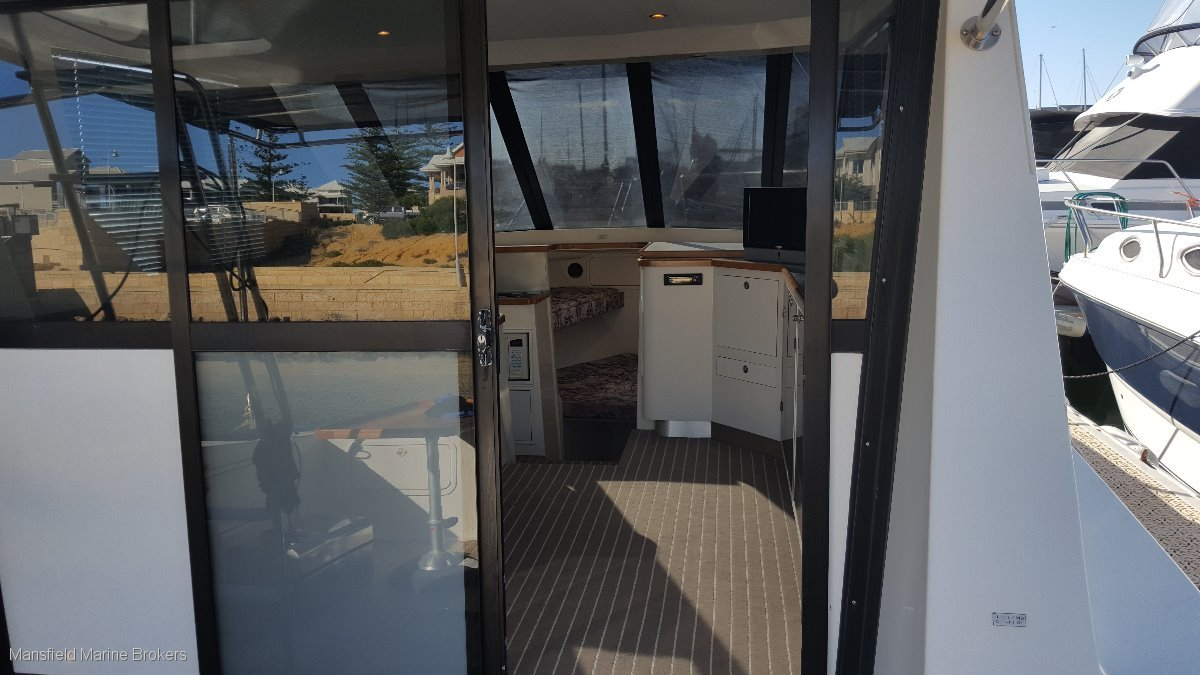 Commodore 33 Diesel Flybridge Cruiser