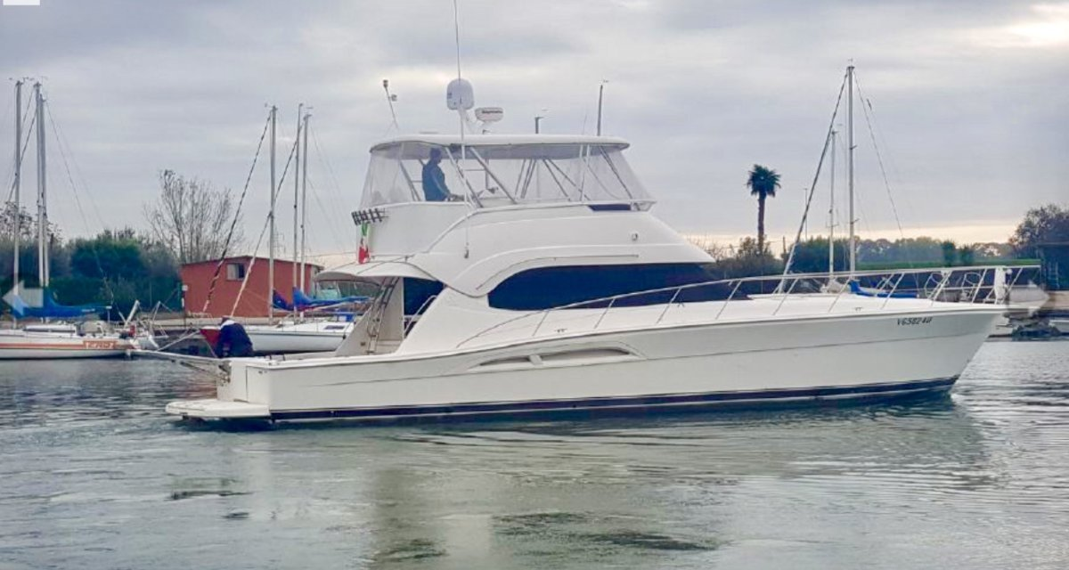 Riviera 51 Enclosed Flybridge