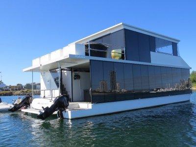 Havana 45 Houseboat Custom
