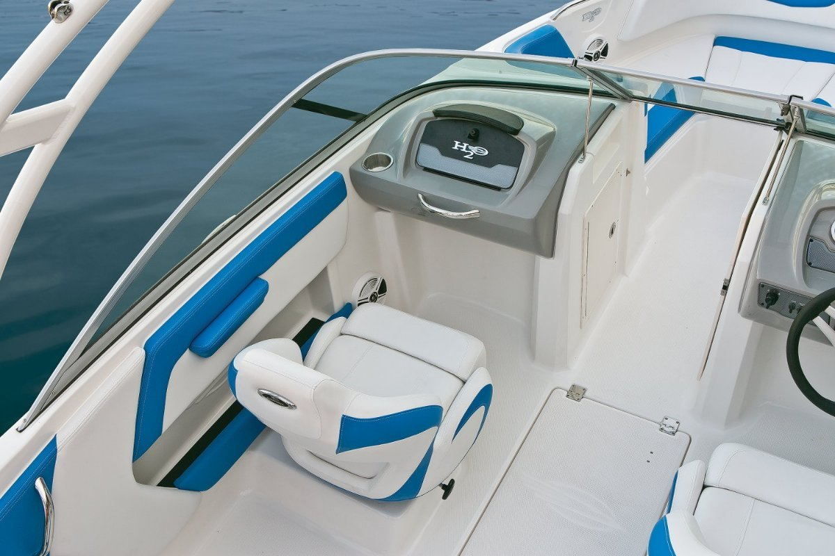 New chaparral h20 21 outboard bowrider trailer boats for Bowrider boats with outboard motors