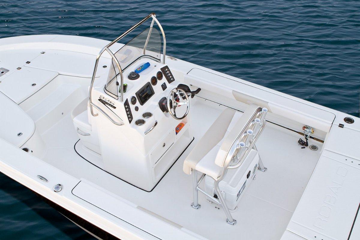 Robalo 226 Cayman Bay Boat