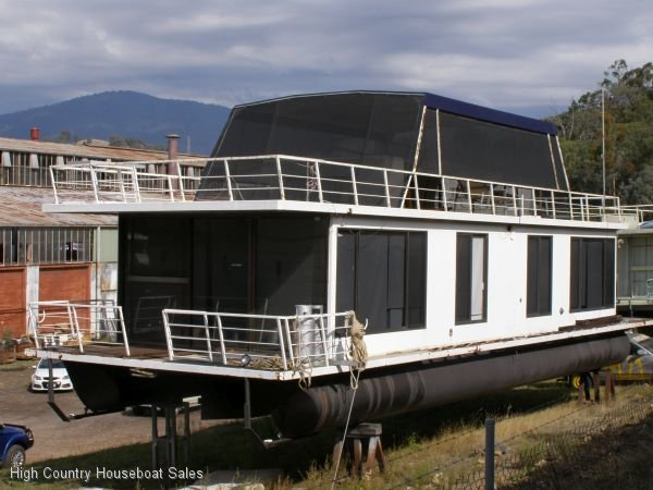 Houseboat Holiday Home on the Water of Lake Eildon:\