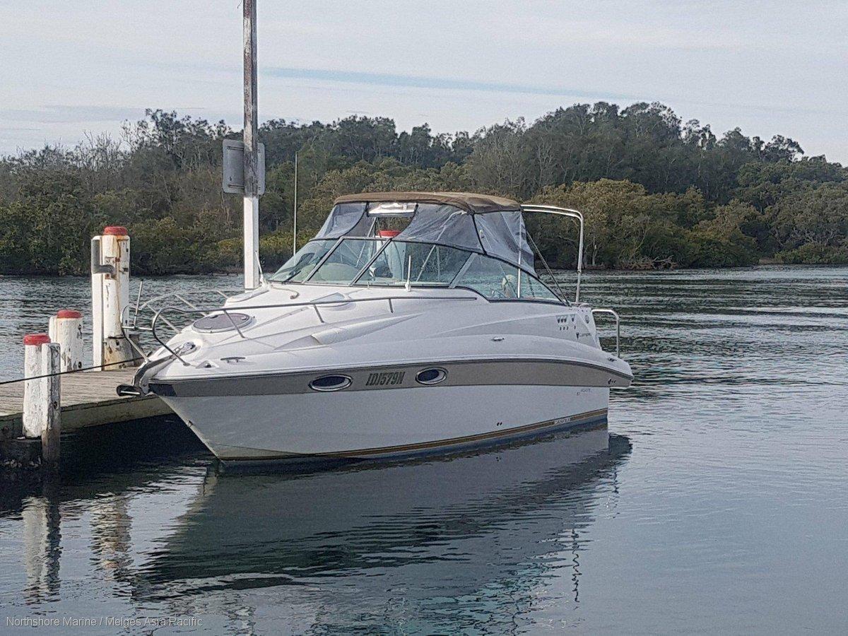 Campion Allante 825i Very comfortable:At the dock