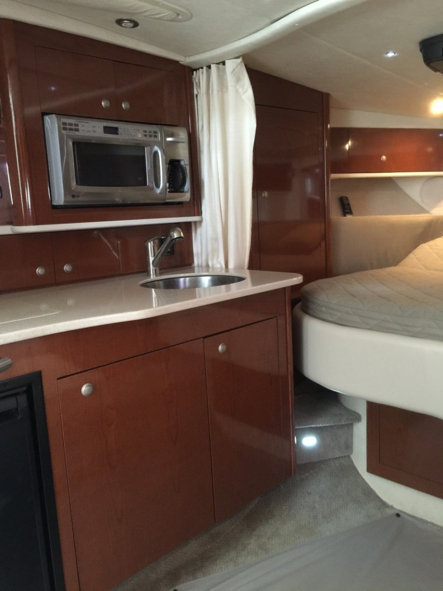 Sea Ray 330 Sundancer Big volume boat, make an offer!
