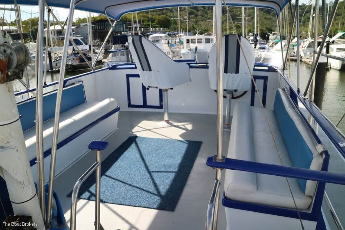 Grand Banks 42 Classic Flybridge Cruiser