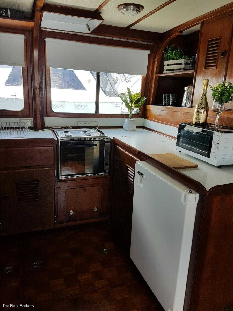 Grand Banks 42 Classic Flybridge Cruiser - Nothing to spend