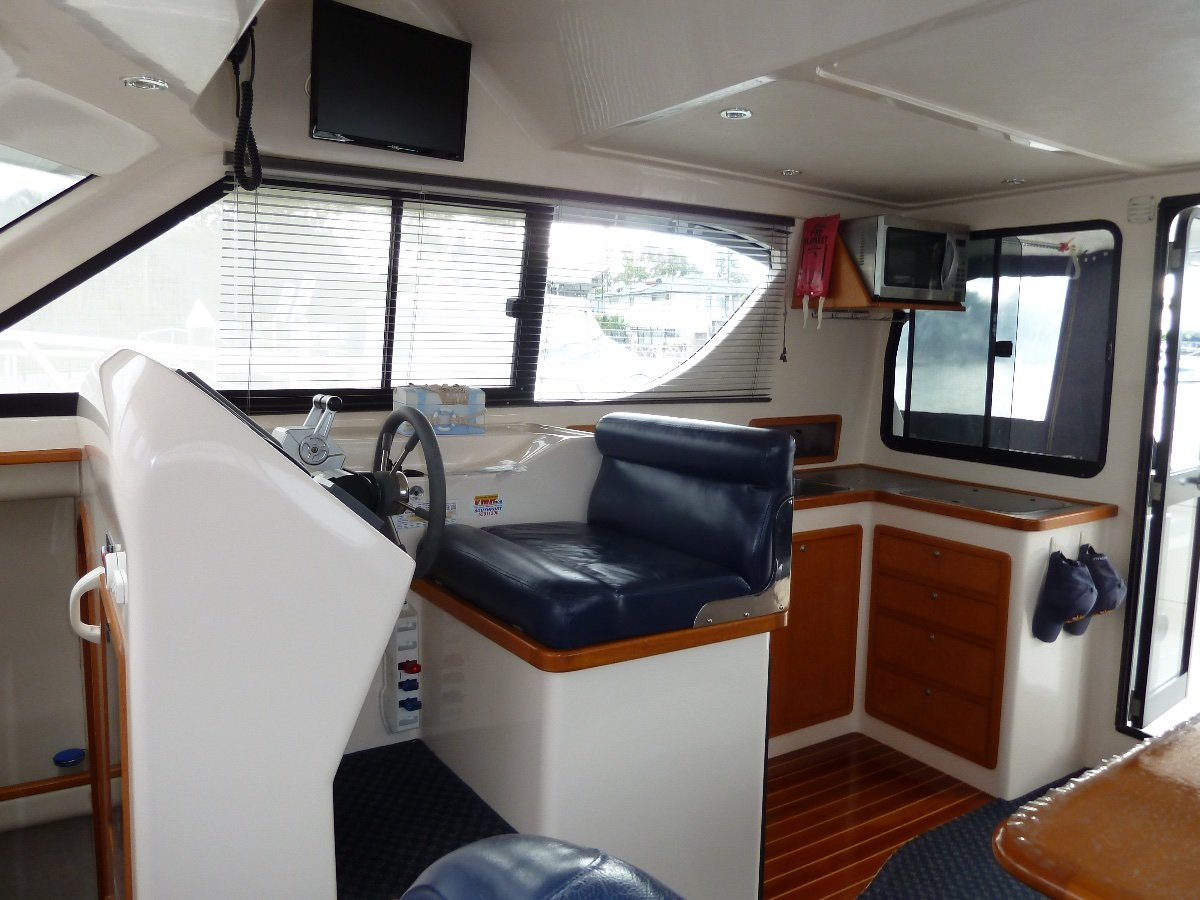 Voyager 1040 Flybridge Power Catamaran