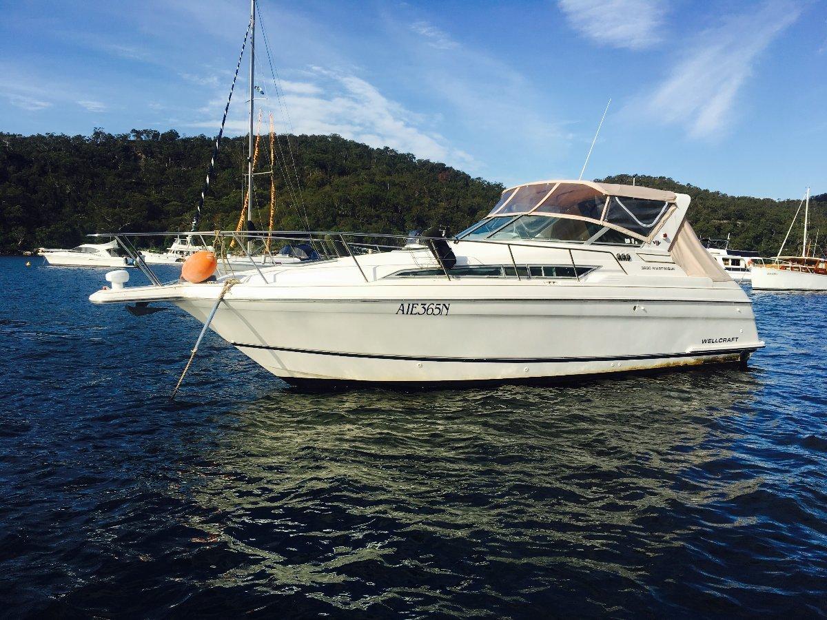 "Wellcraft Martinique 3200 34'5"" Sports Cruiser"