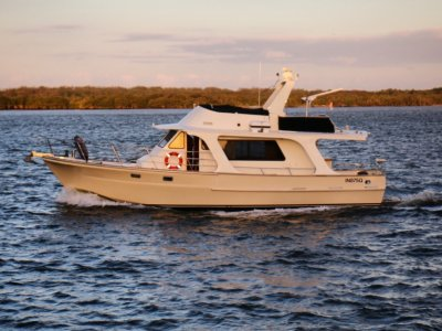 Roberts Waverunner Flybridge 46 Cruiser