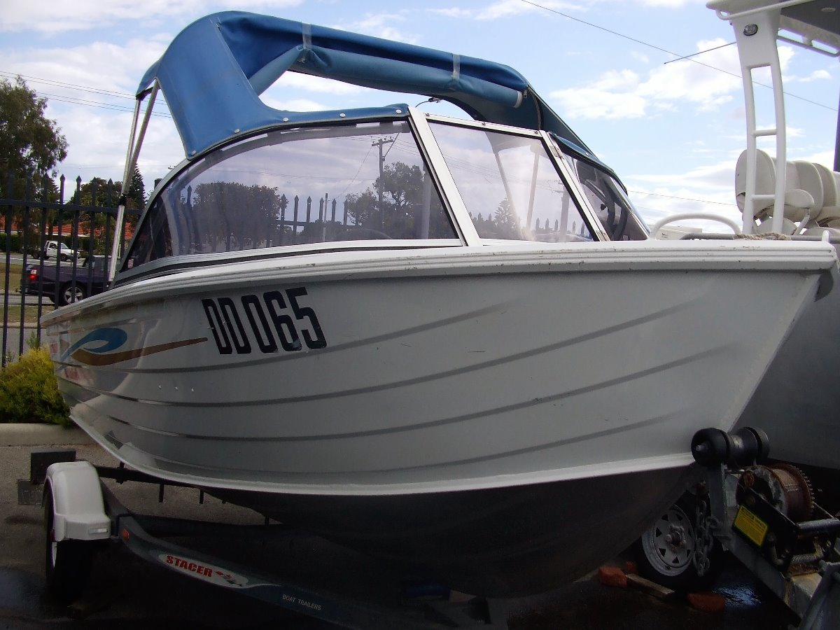 Stacer 420 Seahawk roomy open runabout